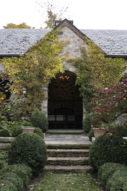 Enchanted Garden: Enchanted Garden House – An Outdoor Living Space